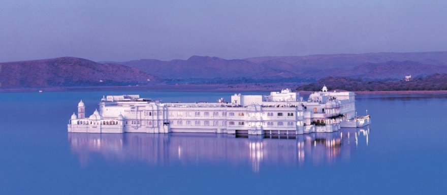 """""""Taj Lake Palace"""" nuotr./""""Taj Lake Palace"""" viešbutis Indijoje"""