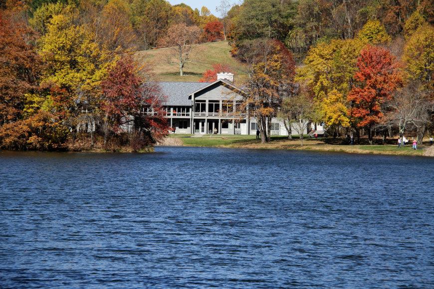 """Vida Press nuotr./""""The Mountain Lake lodge"""" viešbutis Virdžinijos valstijoje"""