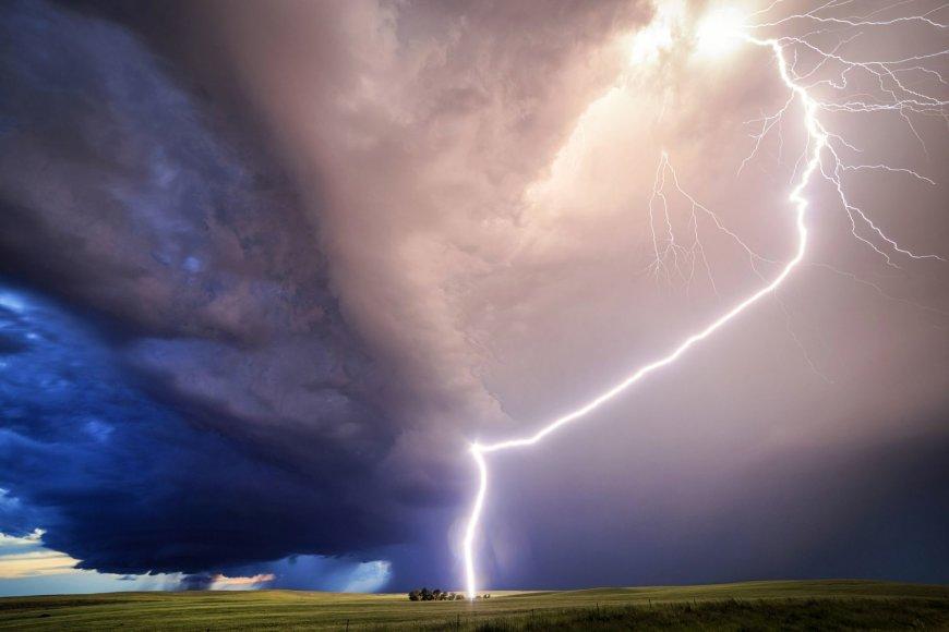 """""""Scanpix""""/""""Caters News Agency"""" nuotr./Įspūdingi audros debesys, užfiksuoti slovėno fotografo"""