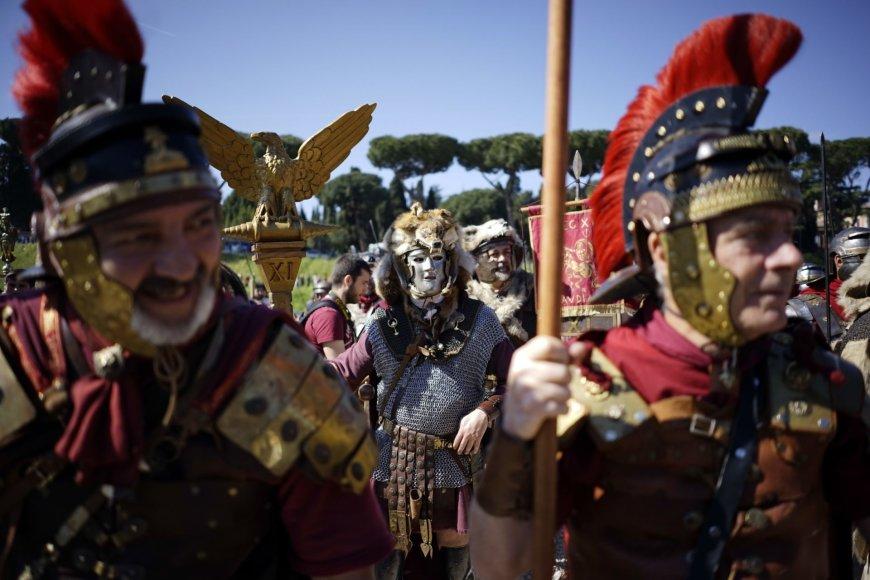 """""""Scanpix""""/AP nuotr./Romos įkūrimo metinių šventė"""
