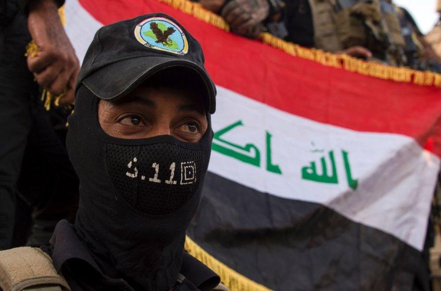 """AFP/""""Scanpix"""" nuotr./Irako kariai švenčia Mosulo išlaisvinimą"""