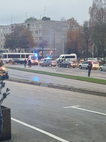 """""""Kur stovi policija Kaune"""" nuotr./Avarija prie prekybos centro """"Savas"""" Kaune"""