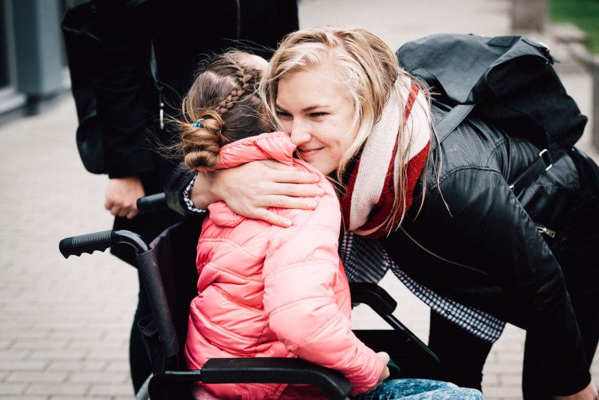Ryčio Šeškaičio nuotr./Rūta Meilutytė kviečia padėti vaikščioti negalinčiai Vakarei