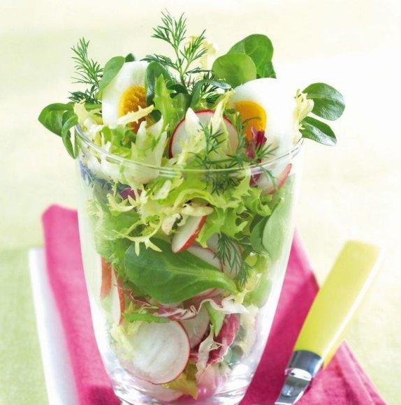 Daržovių salotos su virtais kiaušiniais