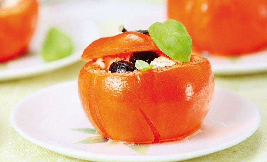 Įdaryti pomidorai feta ir bazilikais
