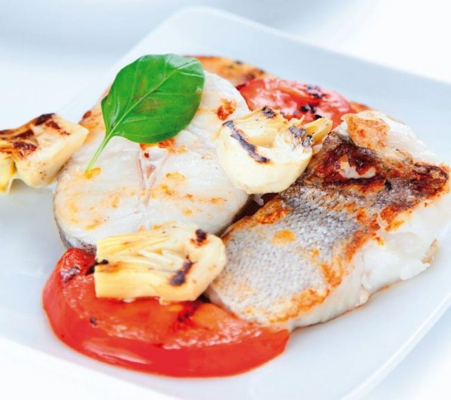 Žuvys su mocarela, baklažanais ir pomidorais