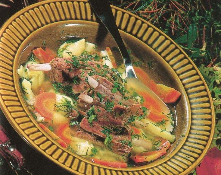 Daržovių sriuba su jautienos šonkauliukais