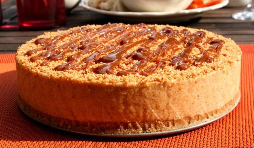 Nekeptas riešutų sviesto skonio sūrio pyragas