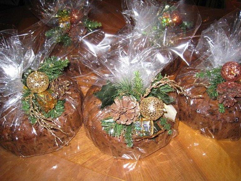 Kalėdinis džiovintų vaisių pyragas