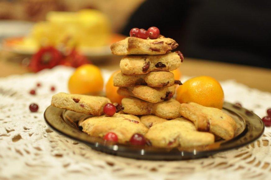 Sausainiai su spanguolėmis ir apelsinų aromatu