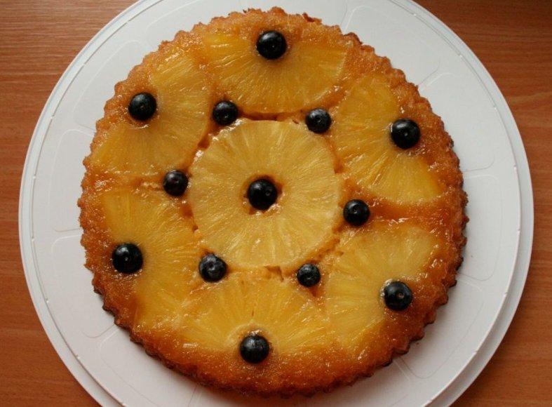 Havajietiškas apverstas ananasų pyragas