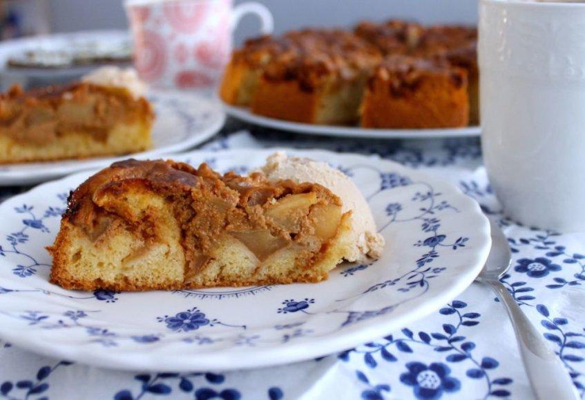 """Obuolių pyragas su """"Rududu"""""""