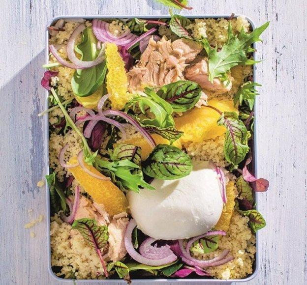 Kuskuso salotos su mocarela, tunu ir apelsinais