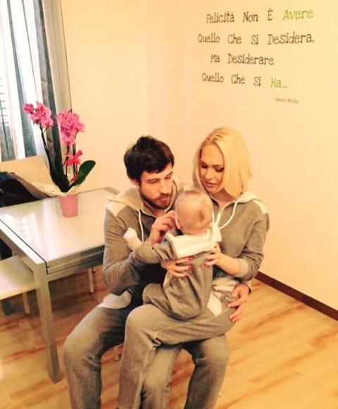 Asmeninio albumo nuotr./Oksana Pikul-Jasaitienė, Simas Jasaitis ir jų sūnus Dominykas