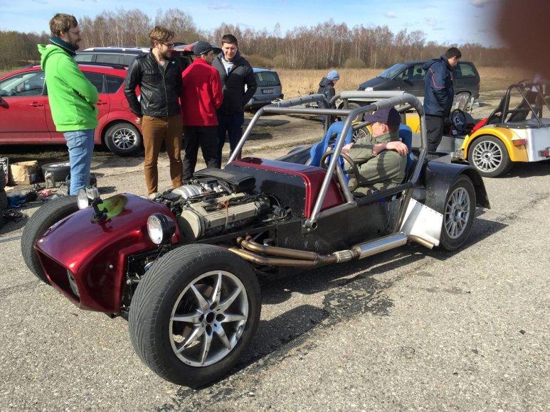 """Organizatorių nuotr./""""Audi"""" V8 4.2 litro varikliu aprūpintas kauniečių kūrinys"""
