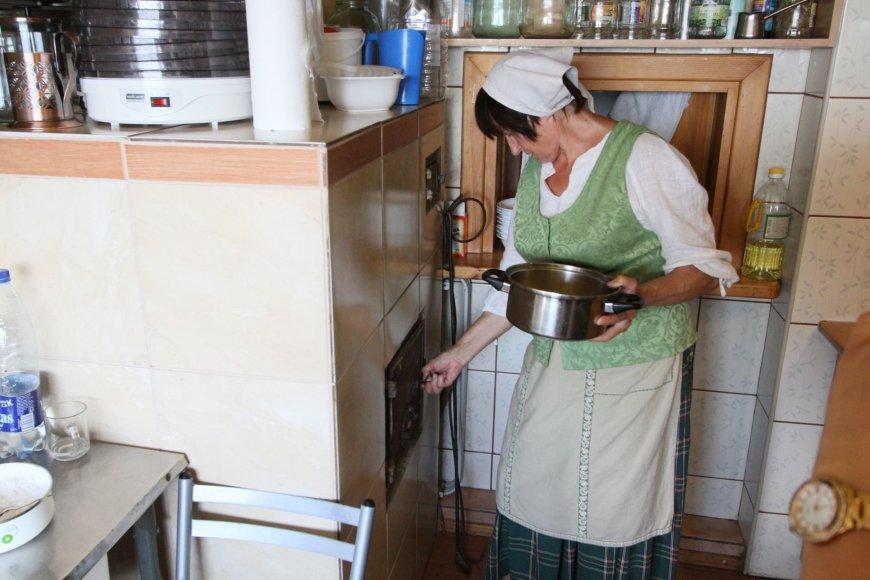 Alvydo Januševičiaus nuotr./Jurbarbo kulinarinis paveldas – kepta silkė ir mirkalas