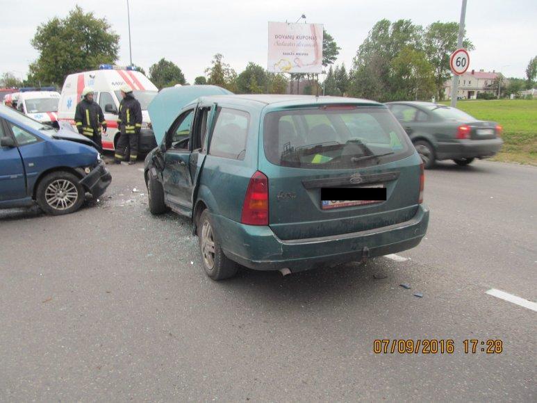 Šiaulių AVPK nuotr./Šiauliuose per avariją vienas iš trijų sužeistųjų skubiai išgabentas į ligoninę