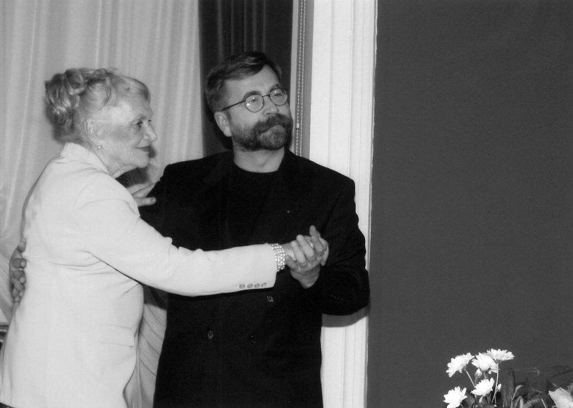 """""""Mažosios leidyklos"""" archyvo nuotraukos/Galina Dauguvietytė su Vytautu Kernagiu"""