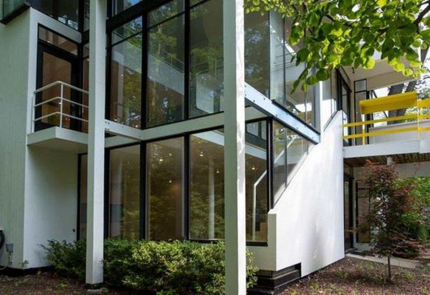 """Aaron Hoover nuotr., """"Keller Williams Preferred Realty""""/Amerikoje parduodamas pirmasis architekto M.Graves'o projektuotas namas"""
