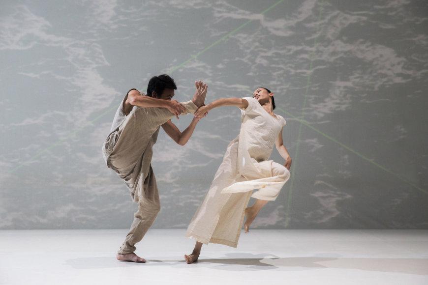 "Liu Chen-hsiang nuotr./""Cloud Gate"" šokio teatro spektaklis ""Baltas vanduo"""