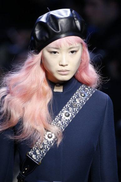 """Vida Press nuotr./""""Dior"""" 2017–2018 m. rudens ir žiemos kolekcijos modelis"""