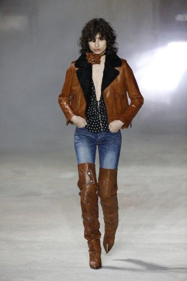 "Vida Press nuotr./""Yves Saint Laurent"" 2017–2018 m. rudens-žiemos kolekcijos modelis"