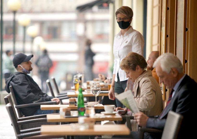 """""""Scanpix""""/""""SIPA"""" nuotr./Restoranas Prahoje sušvelninus karantiną"""