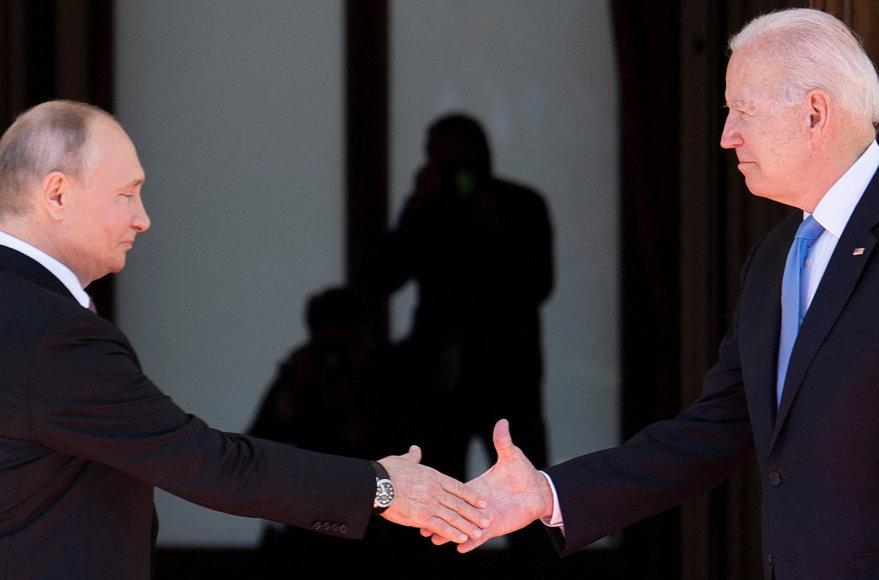 """AFP/""""Scanpix"""" nuotr./Vladimiras Putinas ir Joe Bidenas"""