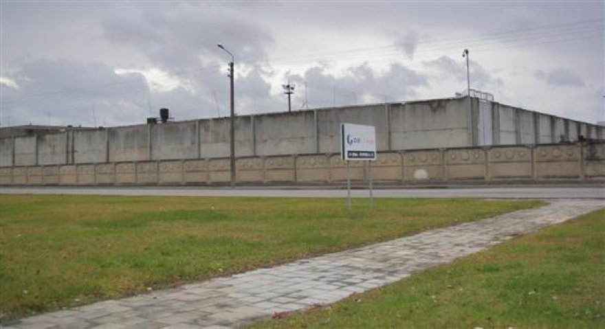 Ministro R.Šimašiaus teigimu, įkalinimo įstaigas gaubiantis uždarumas sudarė puikias sąlygas megztis giminių ir svainių tinklams.