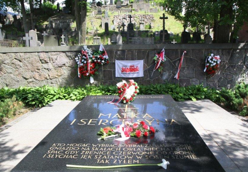 Juzefo Pilsudskio širdies ir jo motinos kapas Rasų kapinėse Vilniuje