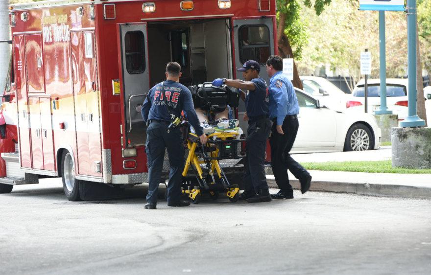 Iš oro uosto išgabenami sužeistieji