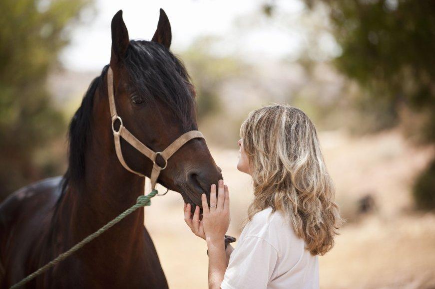 Moteris ir žirgas