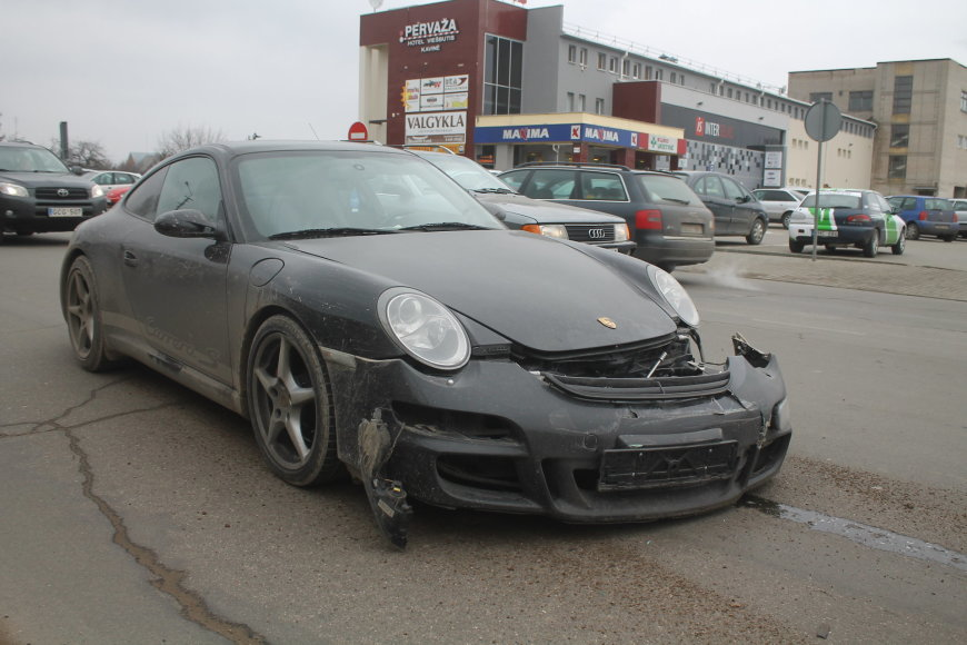 """Porsche"" ir ""Audi"" avarija Panevėžyje"