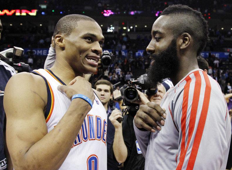 """AFP/""""Scanpix"""" nuotr./Russellas Westbrookas ir Jamesas Hardenas"""