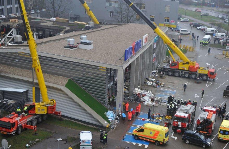 """Rygoje įgriuvo """"Maxima"""" prekybos centro stogas"""