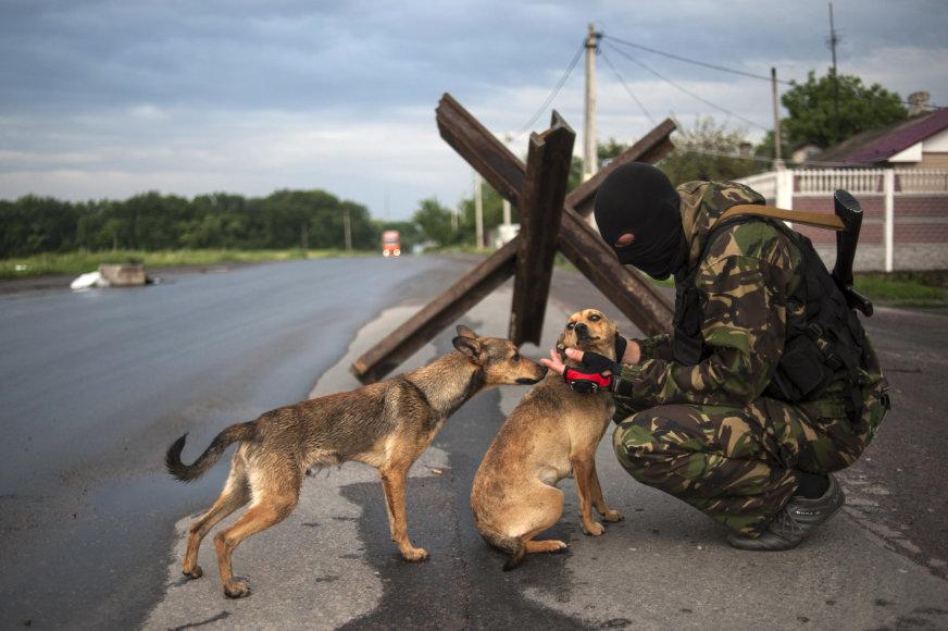Separatistas su šunimis Donecke
