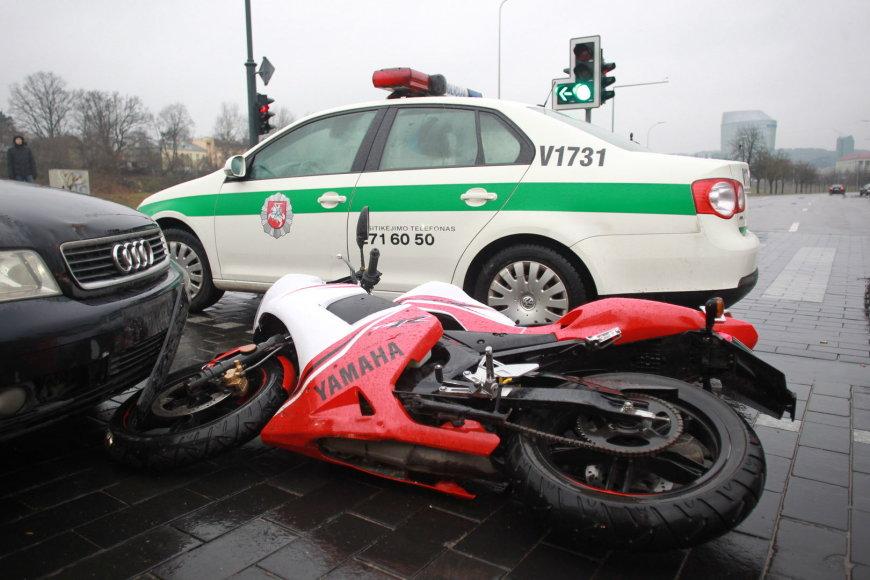 Motociklo ir automobilio avarija Gedimino pr. ir A.Goštauto gatvių sankryžoje