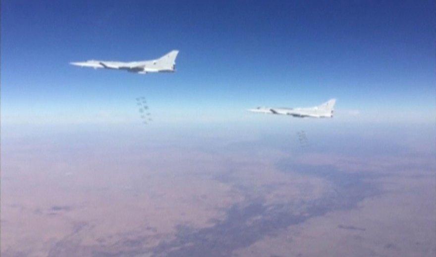 """""""Reuters""""/""""Scanpix"""" nuotr./Rusijos karo lėktuvai meta bombas virš taikinių Sirijoje"""