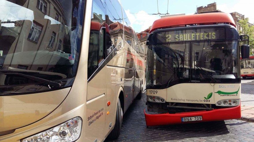 Po avarijos susidarė eismo spūstis