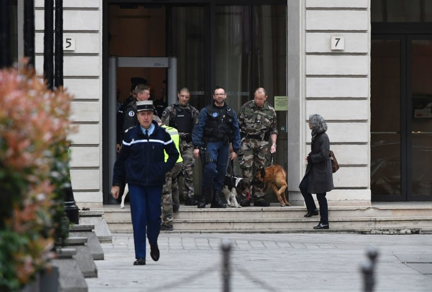 Į Paryžiaus centre esantį pastatą atvyko sprogmenų specialistai