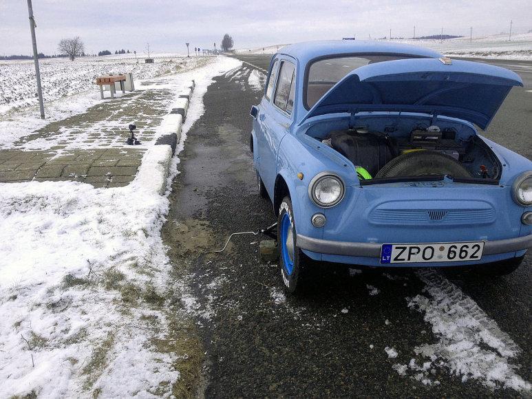 Vairuotojų eksperimentas: antikvariniu ZAZ – žiemos keliu iš Klaipėdos į Joniškį