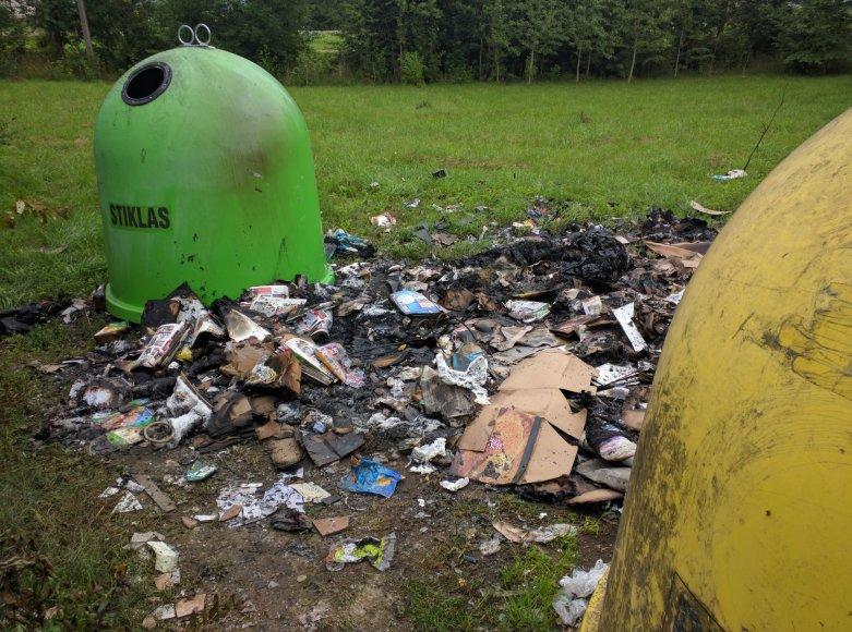 Sudegęs atliekų konteineris Didžiojoje Riešėje