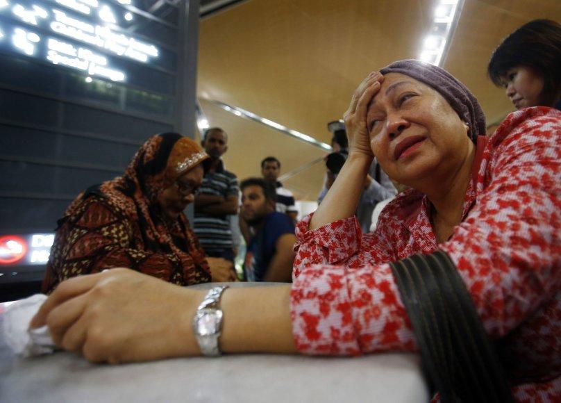"""Pasaulis gedi Malaizijos lainerio """"Boeing 777"""" aukų"""