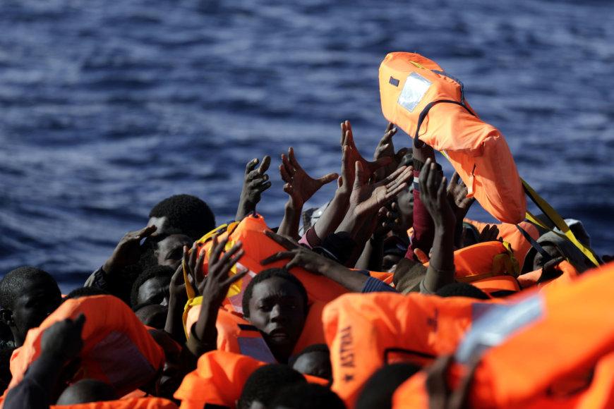 Migrantai Viduržemio jūroje.