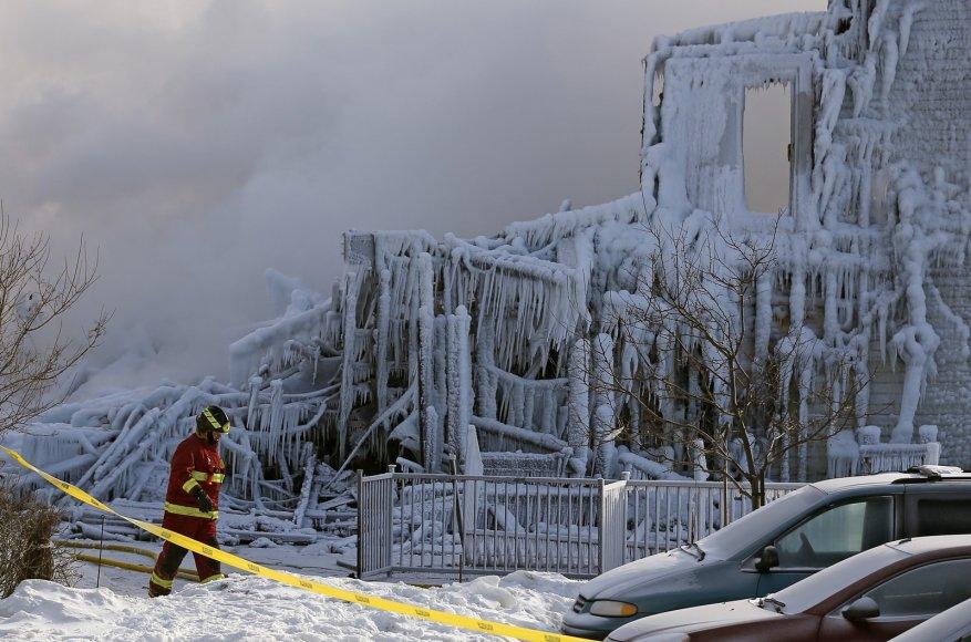 Kanadoje sudegė senelių namai