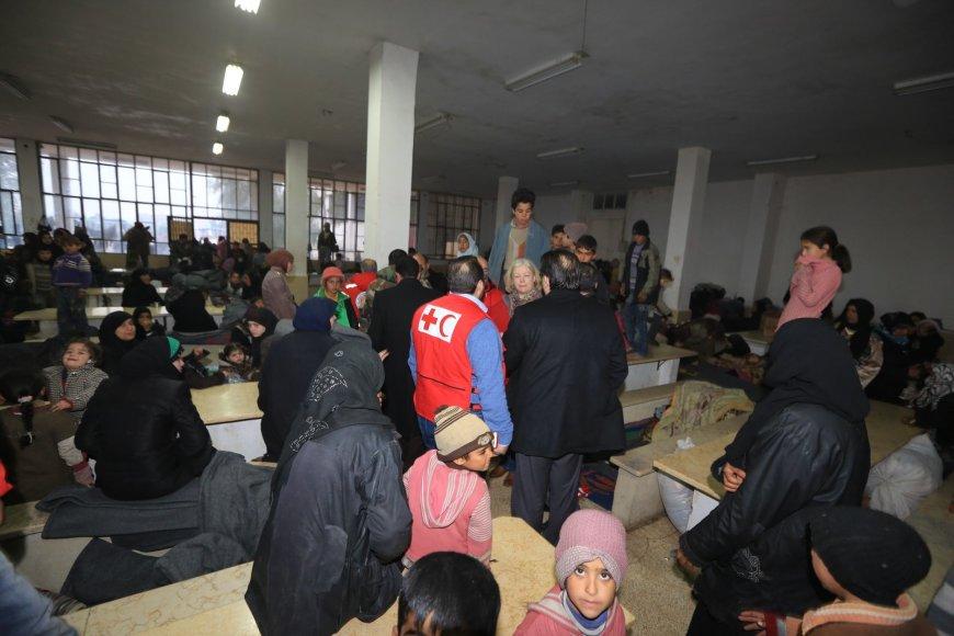 Sirijos žmonės glaudžiasi nenaudojamuose pastatuose