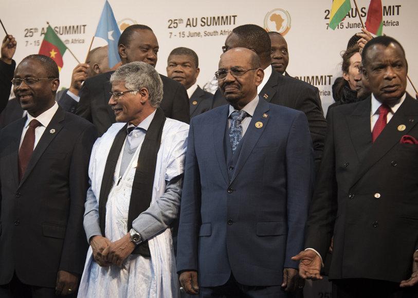 Omaras al Bashiras (antras iš dešinės)