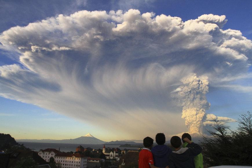 Išsiveržė Kalbuko ugnikalnis