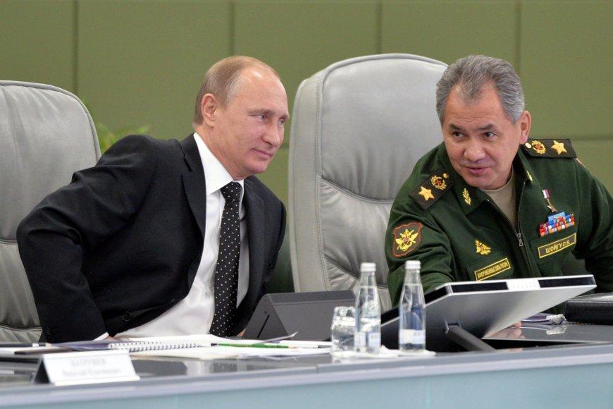 Vladimiras Putinas ir Rusijos gynybos ministras Sergejus Šoigu.