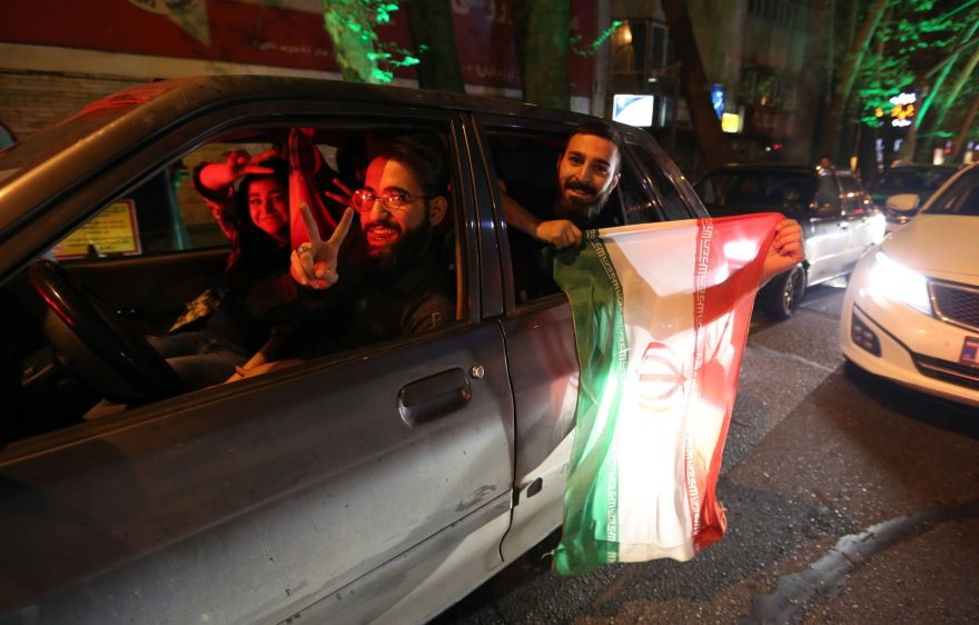 Iraniečiai švenčia Teherane